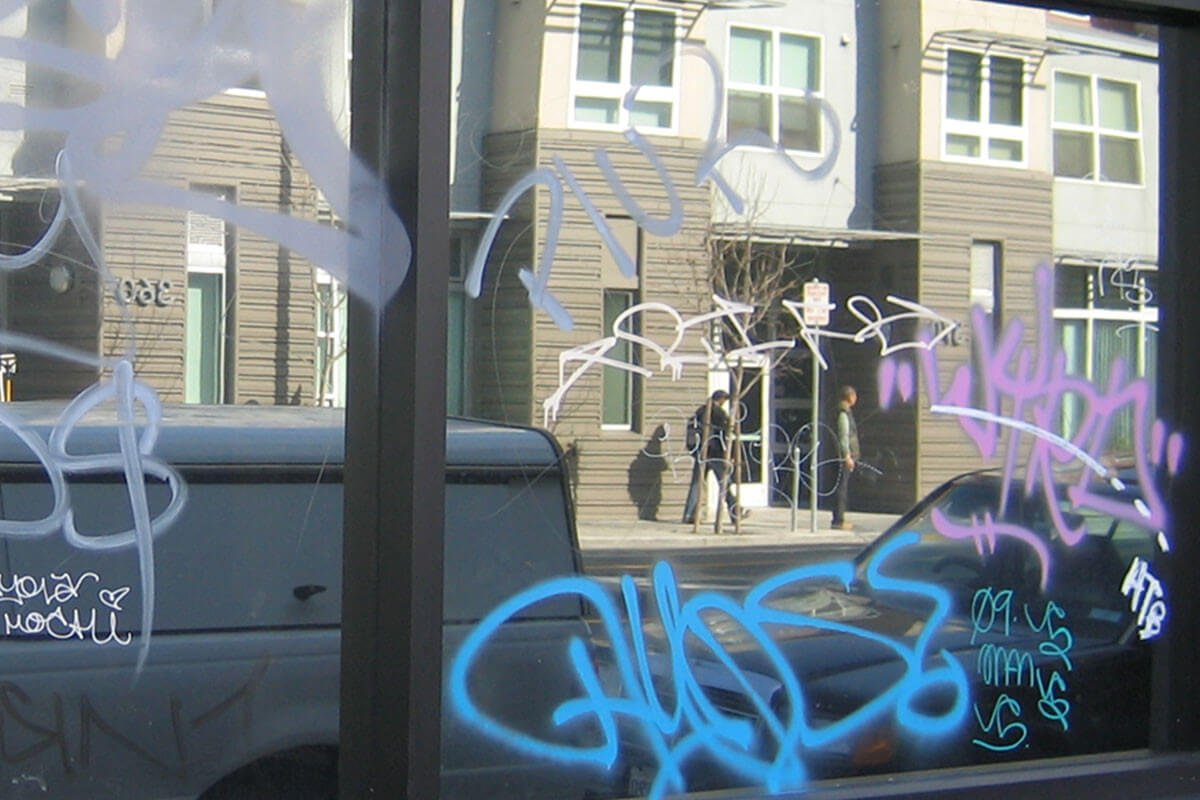 anti-graffiti-window-film-before-removal